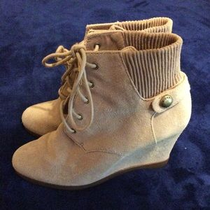 Michael kors wedge boots size 7
